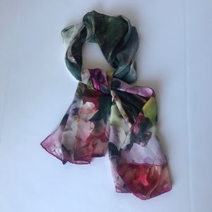 Ted Baker🧣Silk Floral Scarf🧣